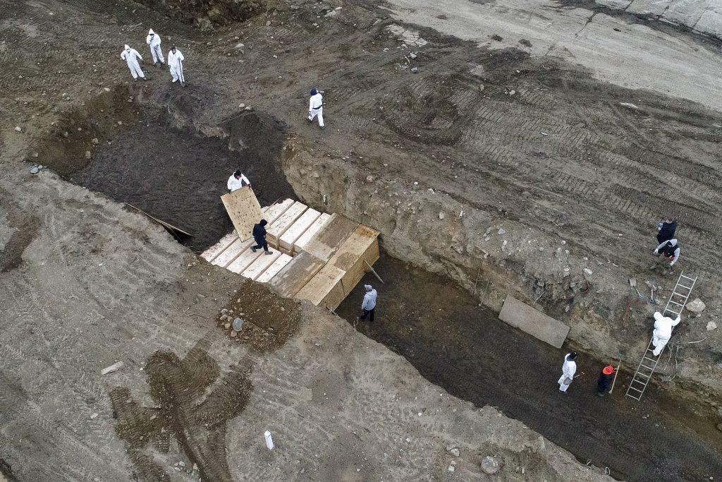 На остров в Ню Йорк копаят масови гробове заради коронавируса ...