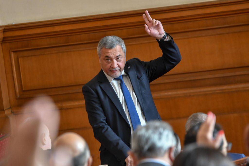 Емблематичните депутати, които ще ни липсват в новия парламент