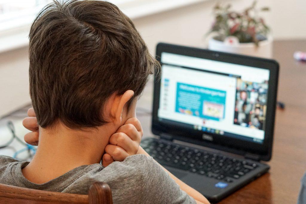 Здравният министър: От утре учениците в София и всички други тъмночервени зони ще са онлайн