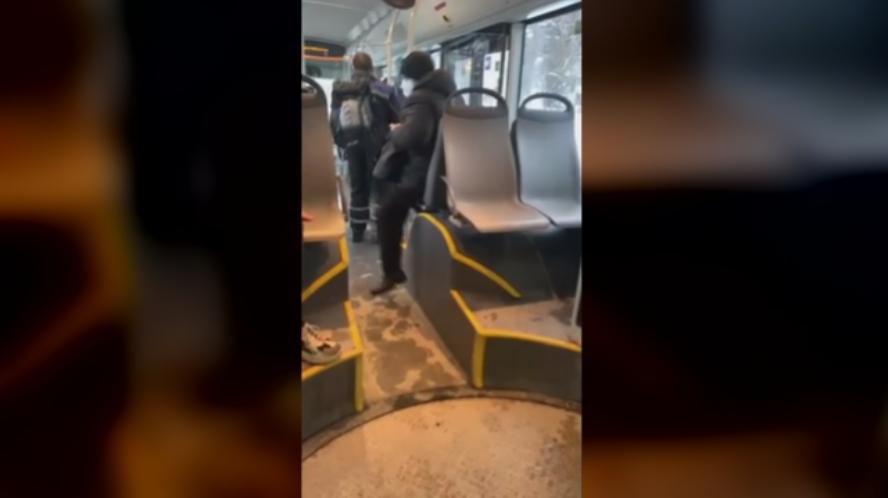 потрошен автобус с чук