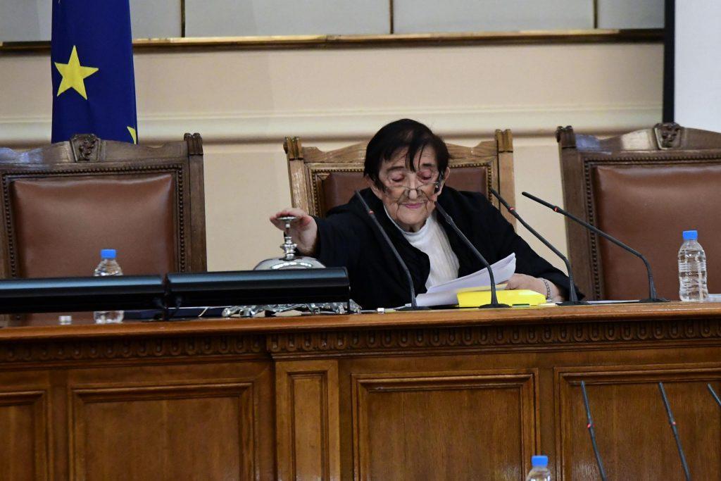 Култовата Мика Зайкова се завърна на парламентарната сцена