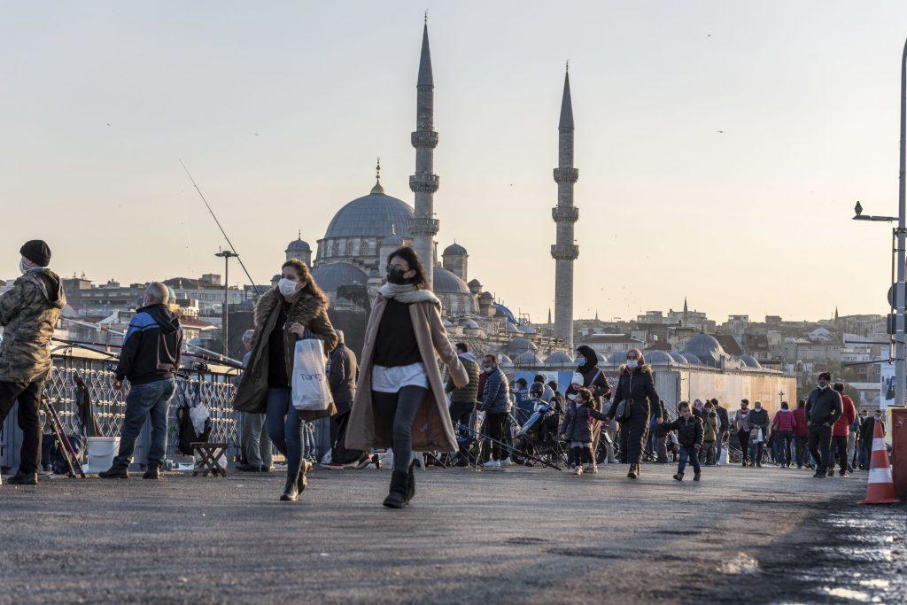 Силна буря отнесе минаре на джамия в Турция