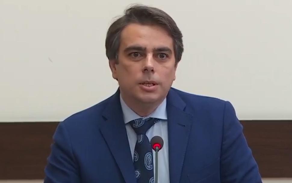 Правят ли партия Кирил Петков и Асен Василев?