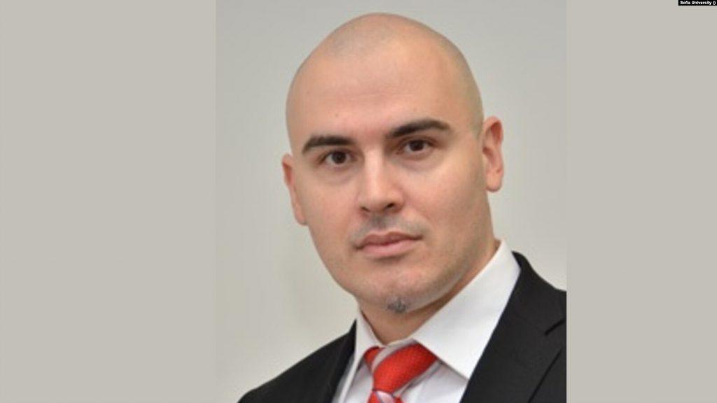 """Пламен Николов взе мандата на """"Има такъв народ"""" от президента"""