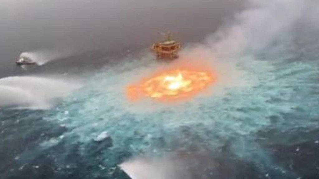 Видео показва океанът да гори след подводна експлозия на водопровод в Мексиканския залив