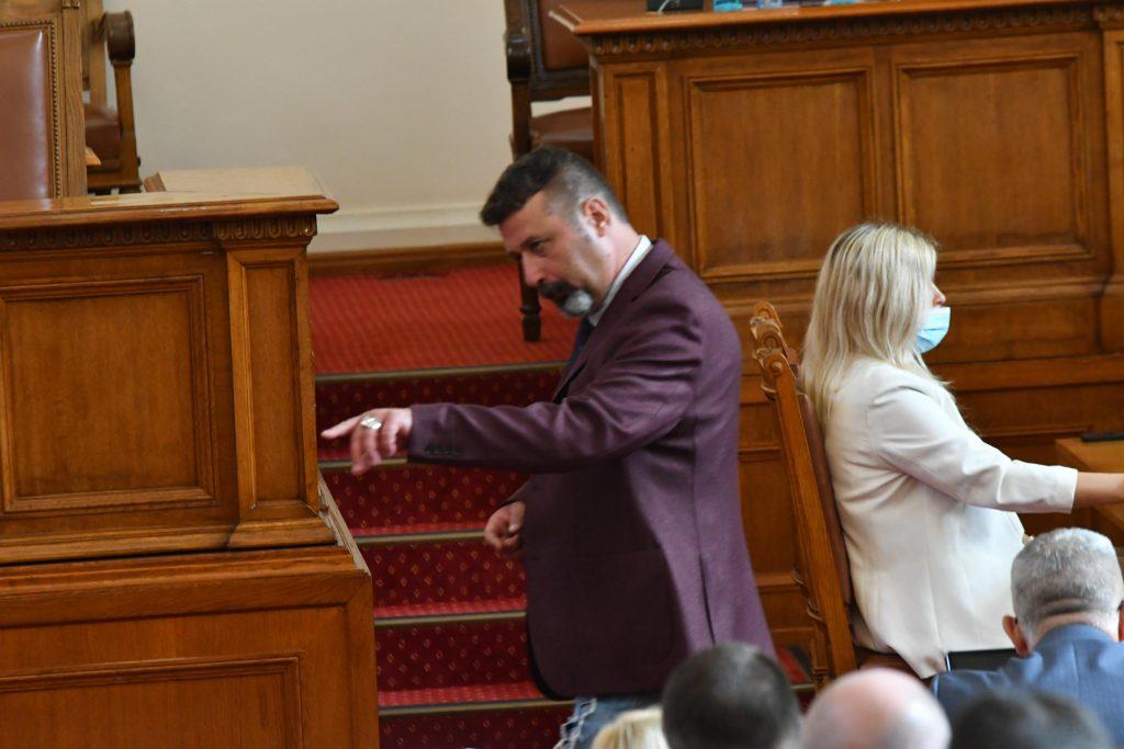 """Филип Станев заговори за """"преждевременна еякулация"""" в пленарната зала"""