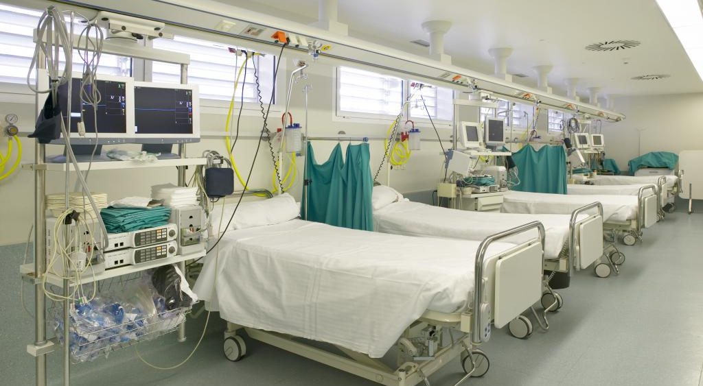Свършват леглата в интензивните отделения в София
