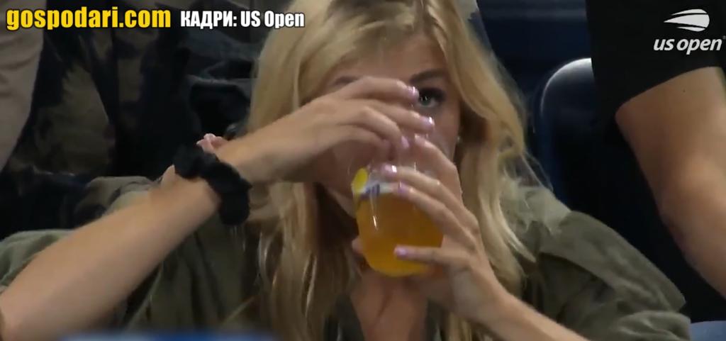 Блондинка срази зрителите на US OPEN TENNIS с пиенето си (видео)
