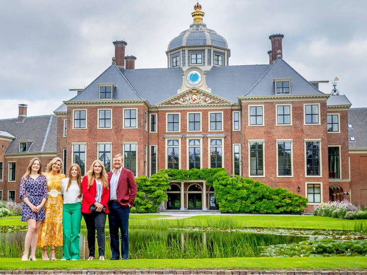 Нидерландските кралски особи могат да се оженят за човек от същия пол, без да се отказват от трона