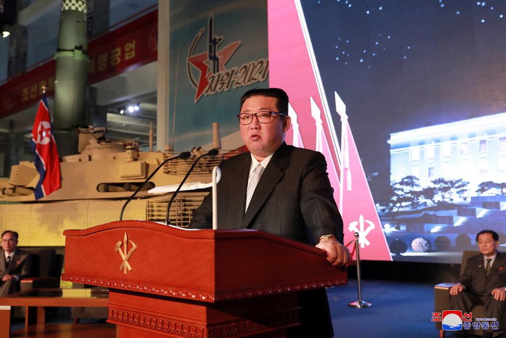 Северна Корея показа нов вид ядрено оръжие на изложение за военна техника