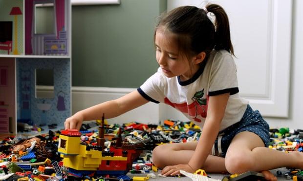 LEGO ще премахне половите стереотипи от фигурките си след проучване сред родители и деца