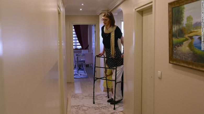 Туркиня е най-високата жена на света
