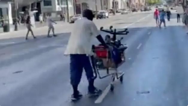 Бездомник разби аргументацията на антиваксър само с няколко брутално точни думи