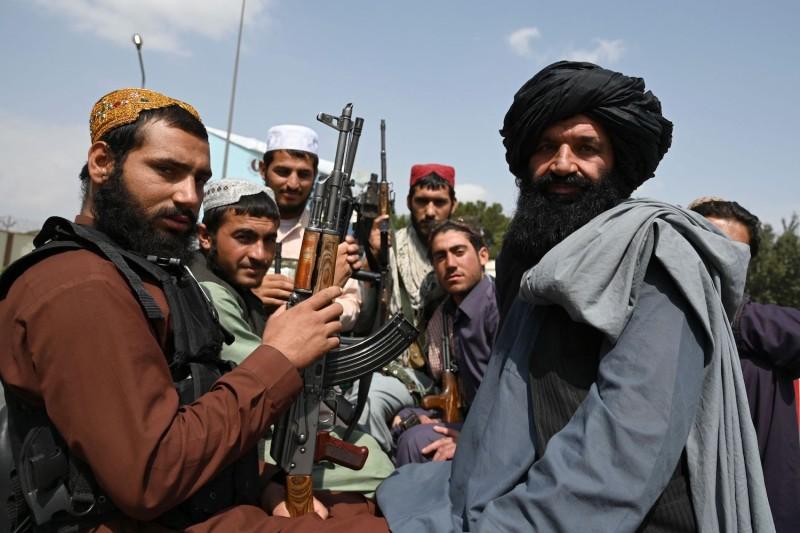 Талибаните заплашват с икономически мигранти, ако санкциите на Запада не бъдат свалени